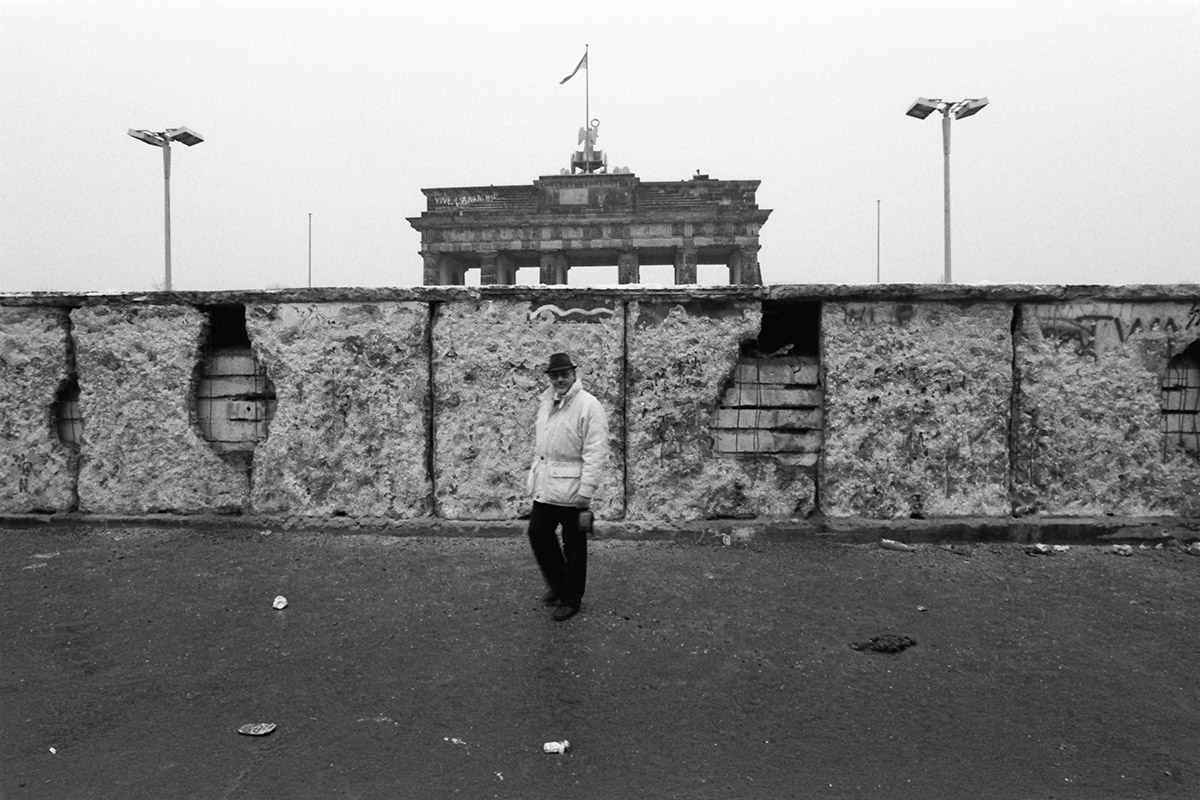 Berlinmuren, mauer, Brandenburger Tor, DDR, Trabi, Trabant, cold war, Friedrichstrasse, Checkpoint Charlie, barb wire, die wende